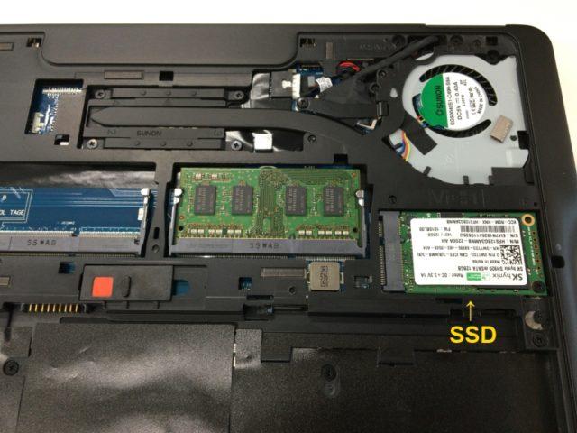 Dell Latitude E7250のカバーを開けたところ