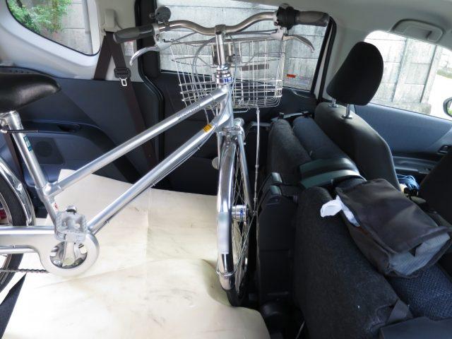 シエンタに積んだ自転車の前輪