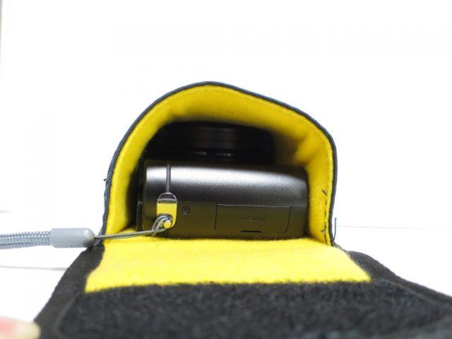 ETSUMIデジカメケース E-1837にDMC-TX1を入れた様子