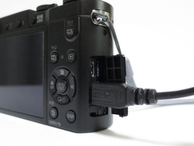 DMC-TX1でのUSB充電の様子
