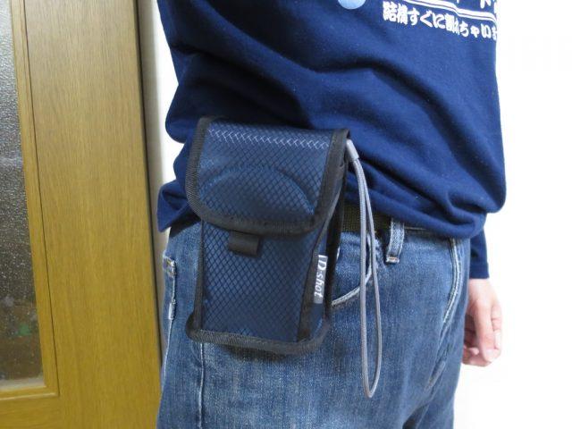 ETSUMIデジカメケース E-1837をベルトループで腰に取り付ける
