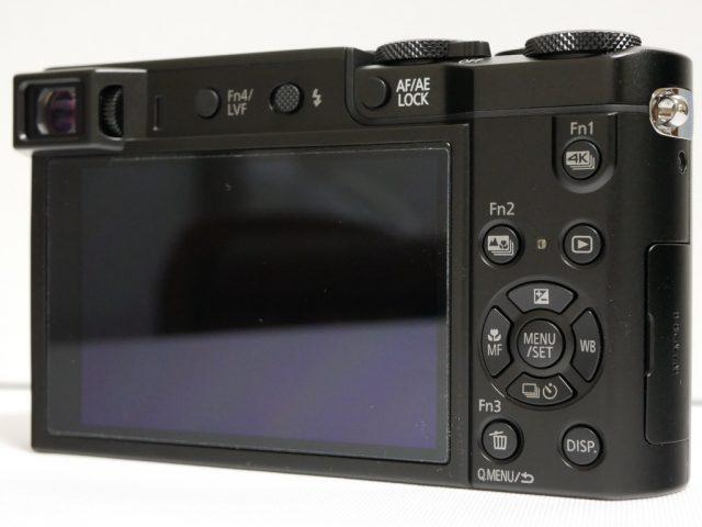 DMC-TX1に液晶保護フィルムが貼られている