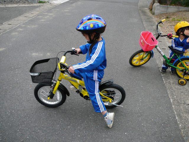 小さな自転車で練習