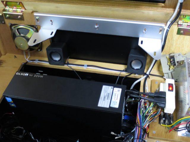 テーブル筐体にダイソーUSBスピーカーを設置