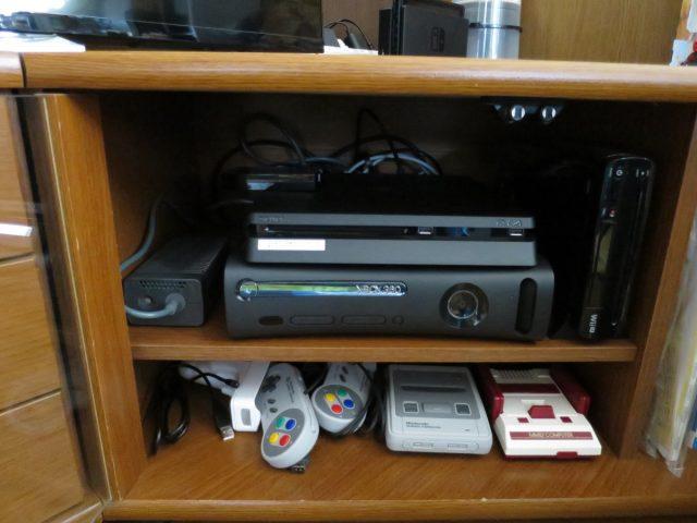 PS4をテレビボードに収納