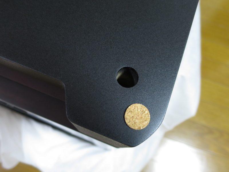SL-D501にコルクスペーサーを貼り付ける