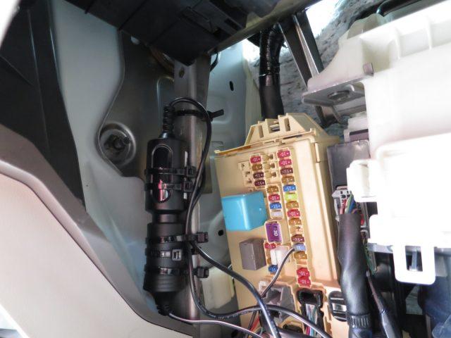 タント ダッシュボード内にシガーソケットを増設