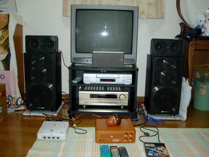 テレビとスピーカー