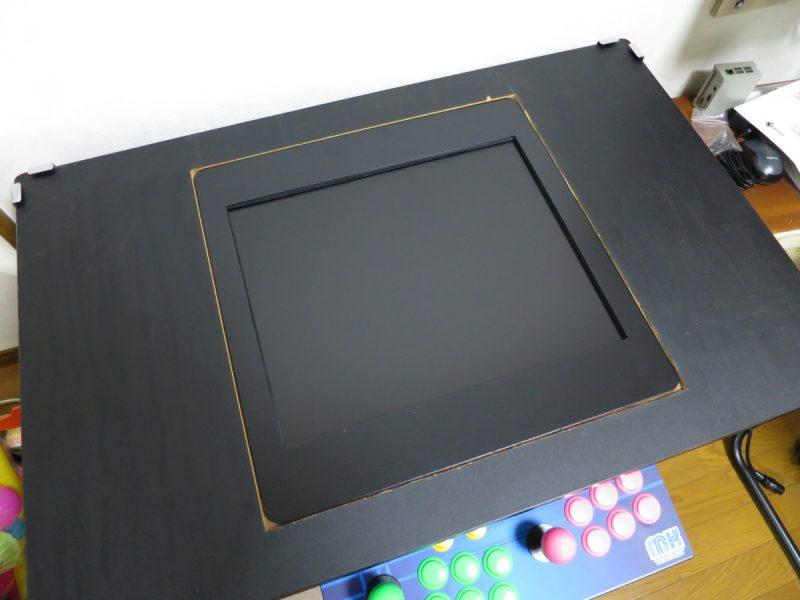 テーブル筐体液晶モニターキットをテーブル筐体に設置