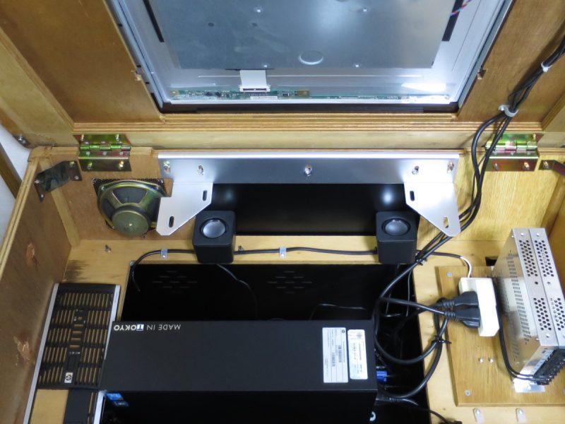 テーブル筐体内に設置したダイソー300円スピーカー