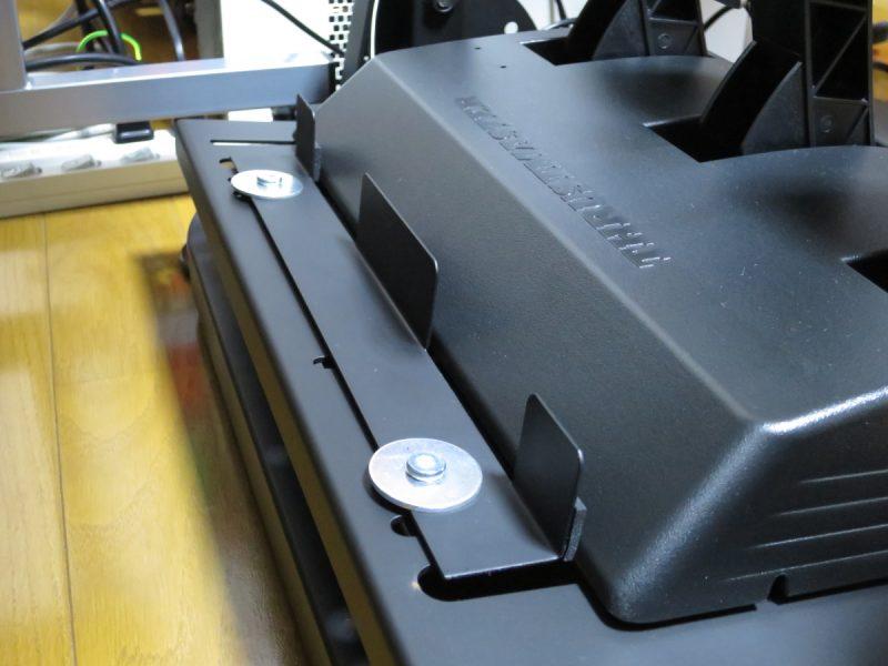 AP2 Racing Wheel Stand ペダルユニット固定金具を取り付けた様子