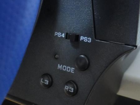 Thrustmaster T150 PS4とPS3の切り替えスイッチ