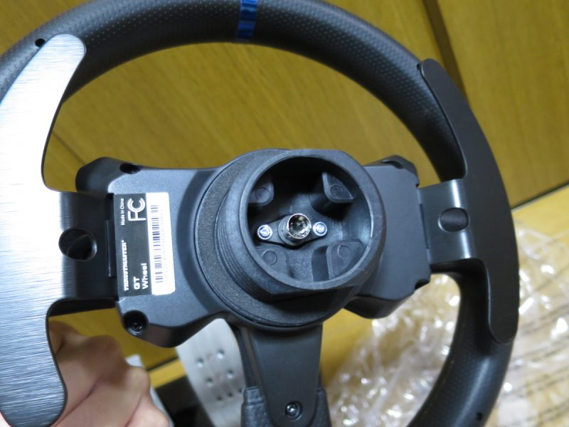 Thrustmaster T300RS GT Edition ステアリングのコネクタ部