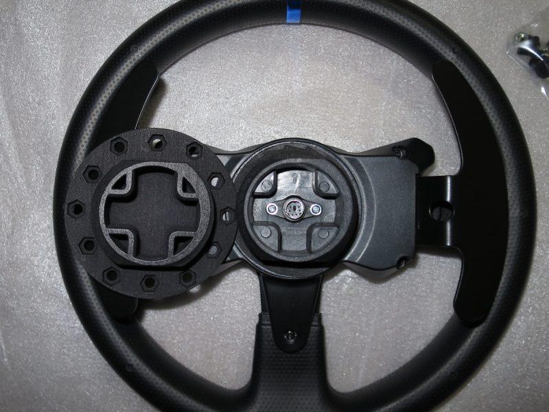 スラストマスター 実車ステアリングアダプター Ver.2とT300RSステアリングの比較