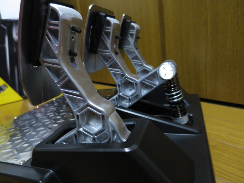 Thrustmaster T-LCM_Pedals ペダル側面