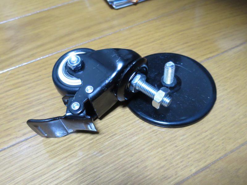 AP2 Racing Wheel Standの脚(フロアプロテクト)とSTRASSE キャスターの比較